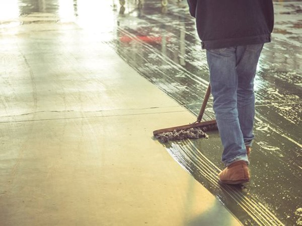 Read more about the article کفپوش های بتنی را چگونه تمیز کنیم؟